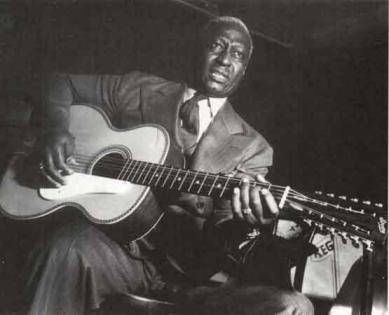 Leadbelly_sitting